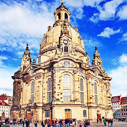 Dresden Frauenkirche blauer Himmel