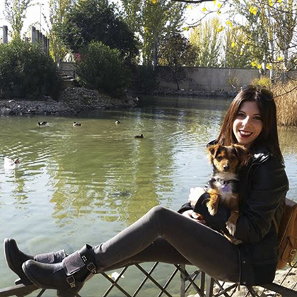 chica-perro-lago