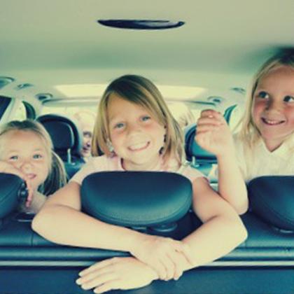 viajar con niños felices