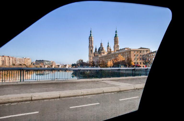 El trabajo, el tema de conversación favorito de los aragoneses cuando comparten coche, y la política y la economía, los que menos